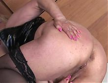 Chubby mama squirting while masturbating